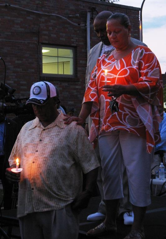 Ald. Carter's sister Keena and father Willie (in hat) stand with Ald.Sam Moore at a vigil for the alderman on Thursday night.