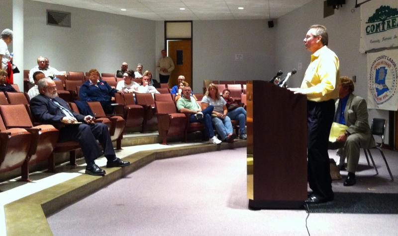 Koenen speaks to a crowd at a forum in Jefferson County.