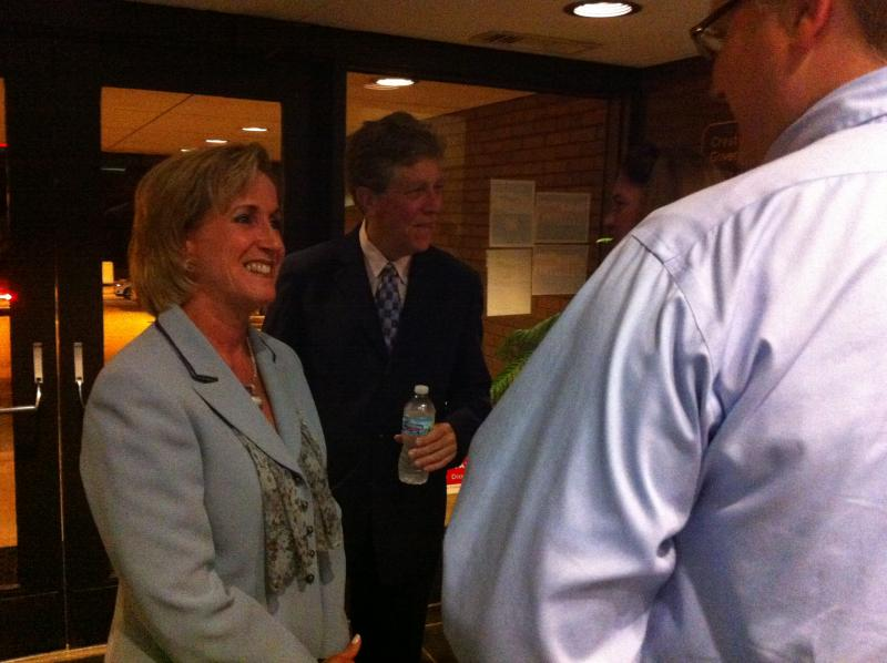Wagner talks to conservatives in Crestwood.