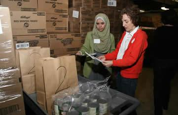 Roberta Gutwein, JCRC Council At-Large member, with Dalia Abu-zeid at the Harvey Kornblum Food Pantry as part of last year's Jewish-Muslim Day of Service.