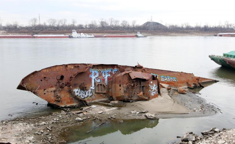 Two Illinois congressmen want to make it easier for the U.S. Army Corps of Engineers to deal with low water along the Mississippi River.