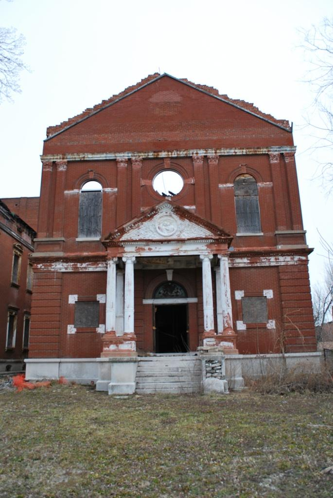 The chapel was added by the Sisters of St. Joseph in 1896. After a tree took much of the roof down, McKee had it removed completely.