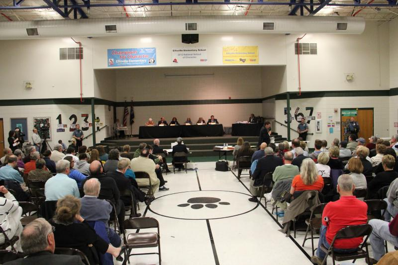 A packed grade school gymnasium during the impeachment trial for Ellisville Mayor Adam Paul