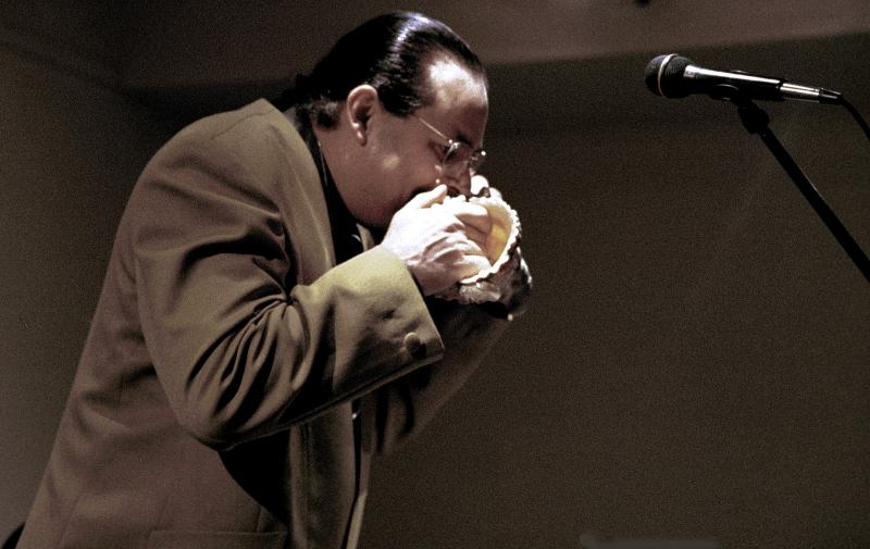 Steve Turre Playing Conch Shell-2000