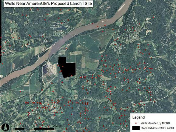 This map shows the approximate location of groundwater drinking wells near Ameren's proposed coal ash landfill in Franklin County. It was created based on Missouri Department of Natural Resources well location data.