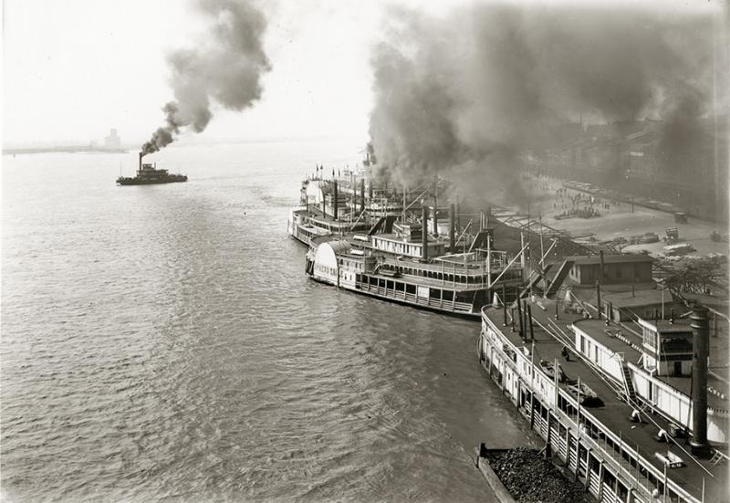 1904: The St. Louis riverfront was a busy place during the World's Fair.