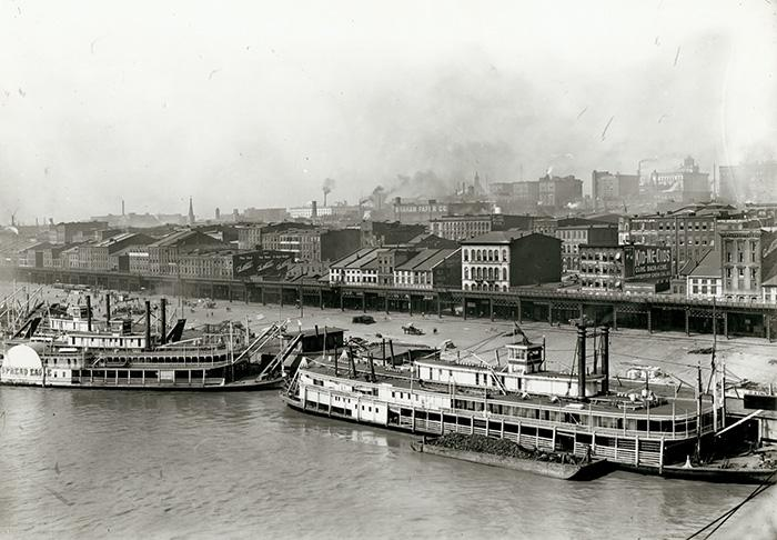 1904: The view of the St. Louis levee from Eads Bridge.