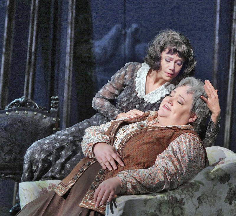 Elizabeth Futral as Alice B. Toklas and Stephanie Blythe as Gertrude Stein