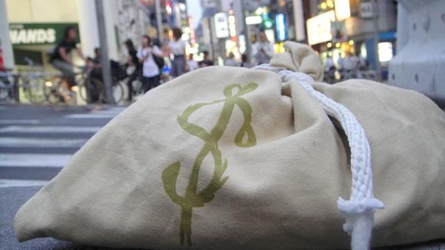 Money bags, with fake money, provided an art installation in several places, including Tokyo.