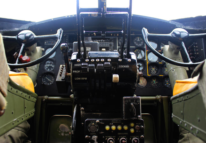 The cockpit of the Nine-o-Nine.