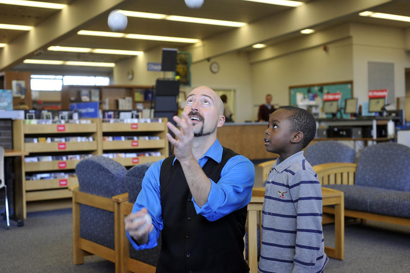Juggling Jeff performs at the Lewis & Clark library branch