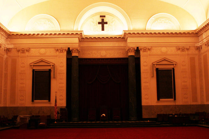 Pillars on dais were cut in thirds to be hoisted into commandry in New Masonic Temple