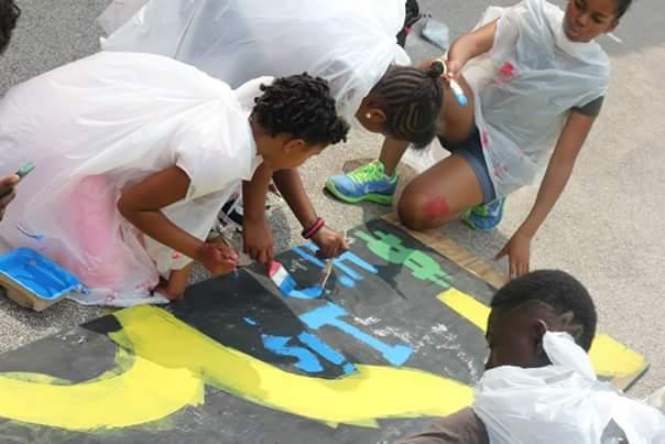 Cherokee Street Reach participants collaborate on a painting