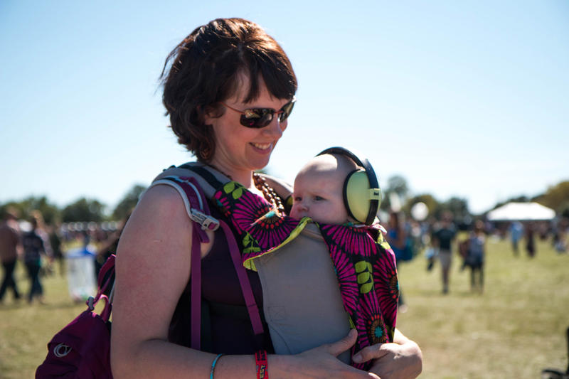 Mother and child enjoy the sun and tunes Loufest 2015