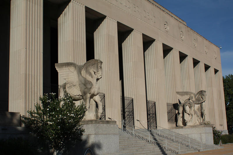 The four equestrian statues outside the museum were designed St. Louis native by Walter Hancock