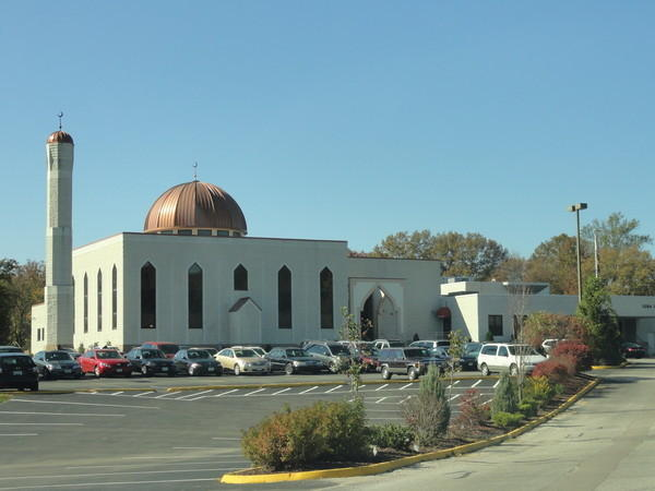 The Islamic Foundation of Greater St. Louis says a member recently received a threatening call from a man upset over recent shootings in California that authorities say were carried out by a Muslim couple.