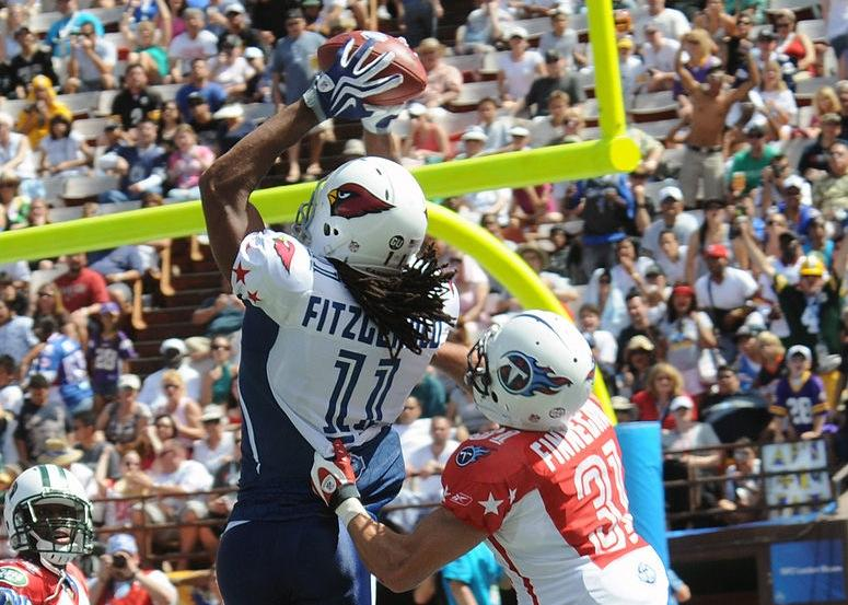 Larry Fitzgerald catches a touchdown pass at the 2009 Pro Bowl.