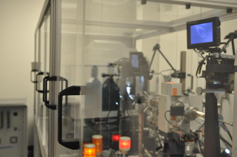 A high-definition X-ray processes a sample at Saint Louis University.