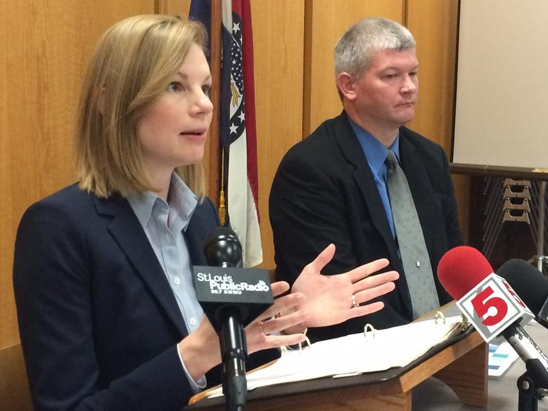 Missouri Auditor Nicole Galloway and audit manager Chris Vetter discuss findings from Fox school district May 25, 2016