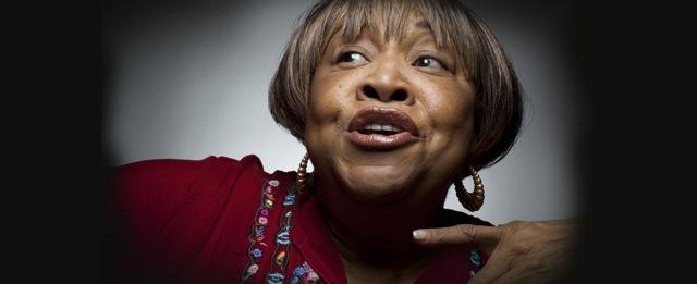 Mavis Staples sings I'll Take You There on Jools Holland's TV show.