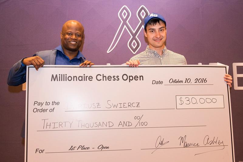 GM Maurice Ashley presents a ceremonial check to Dariusz Swiercz.
