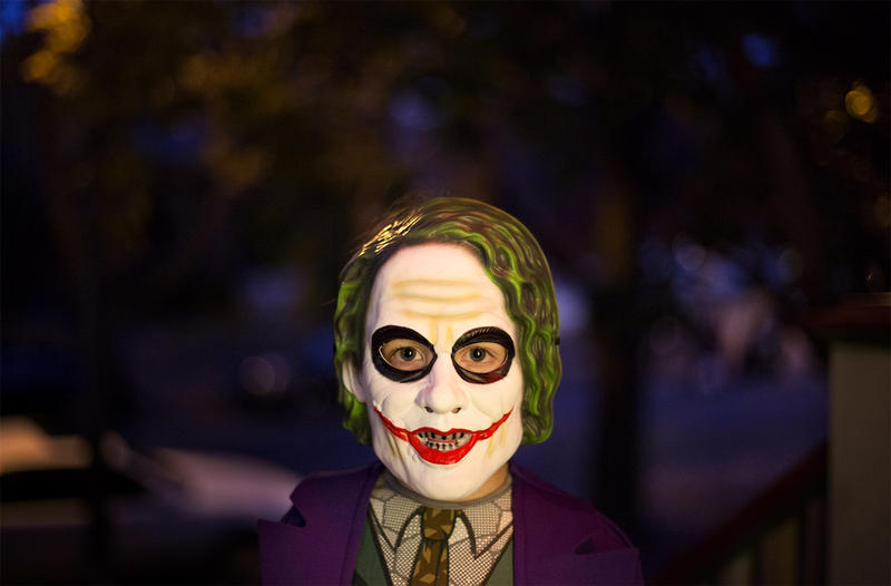 St. Louis children go trick-or-treating armed with funny jokes to deliver.