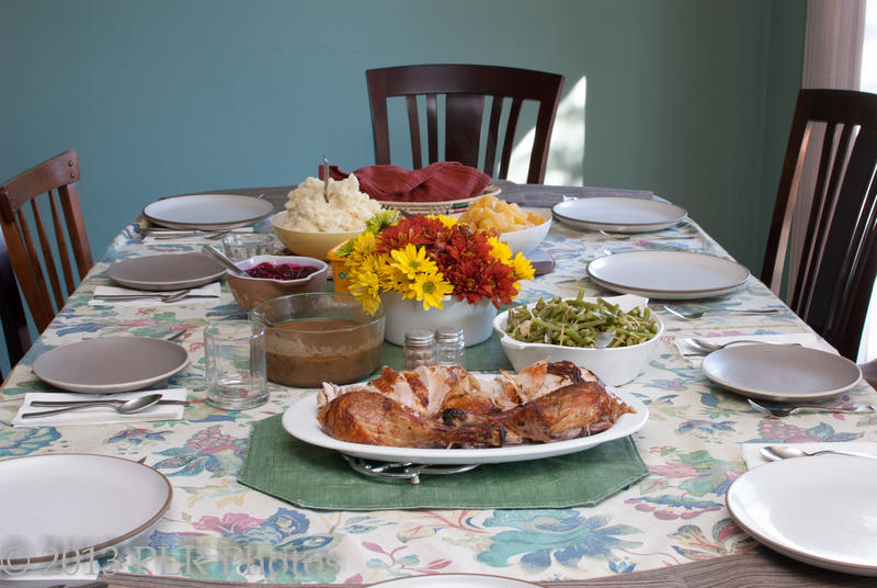 How should you handle potentially divisive conversations at the Thanksgiving dinner table? https://www.flickr.com/photos/kasilof/11692803775/in/photolist-iPfFc6-5JGFXS-7iBRKu-5FUxrh-qkjkNx-qByHBx-5FQhBX-6Ts5w-5FQdin-qkjkf8-u16R8-49Z9XY-t9JaW-49kPWh-5FUvn3