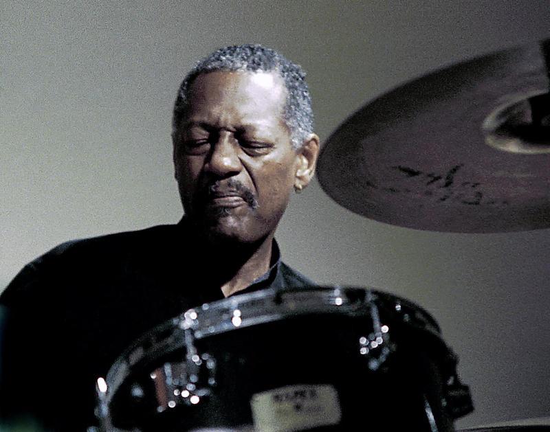 Victor Lewis-2001