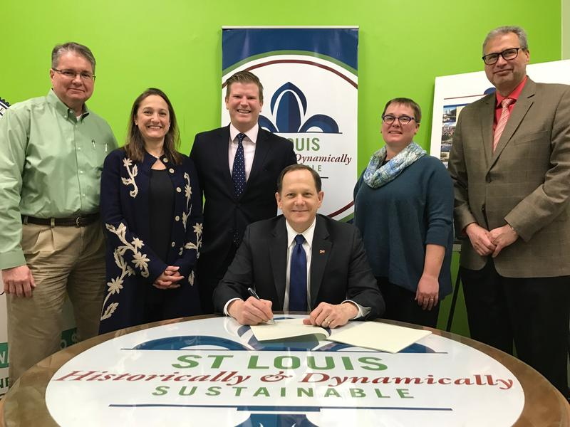 Mayor Francis Slay signs the benchmarking ordinance in Feb. 2017 that will require buildings that are at least 50,000 square feet to track and share their energy use.