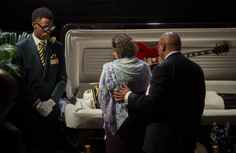 Relatives pay respects to Chuck Berry before the start of his celebration of life ceremony. (April 9, 2017)