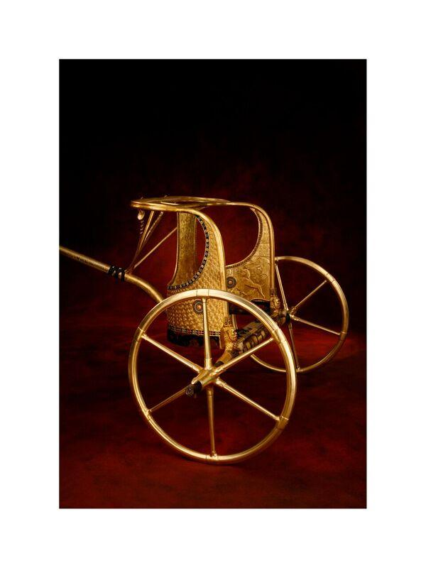 A replica of the state chariot that carried King Tut.