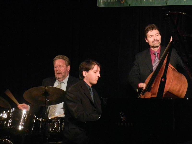 Jeff Hamilton Trio: Hamilton (d), Tamir Hendelman (p) Christoph Luty (b)-2014