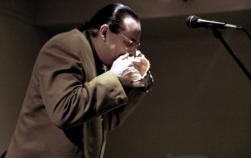 Steve Turre playing Shells-2001