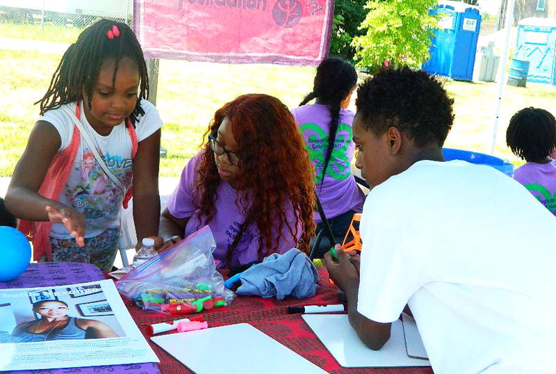 Attendees visit an information table at the 2017 African Community Health Fair.