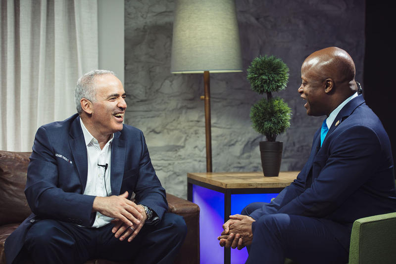 Garry Kasparov (left) talks with Maurice Ashley at the St. Louis Rapid & Blitz in 2017.