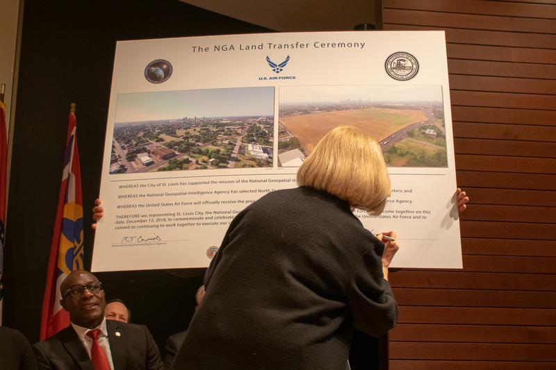 St. Louis Mayor Lyda Krewson signs a ceremonial transfer document. 12/13/18