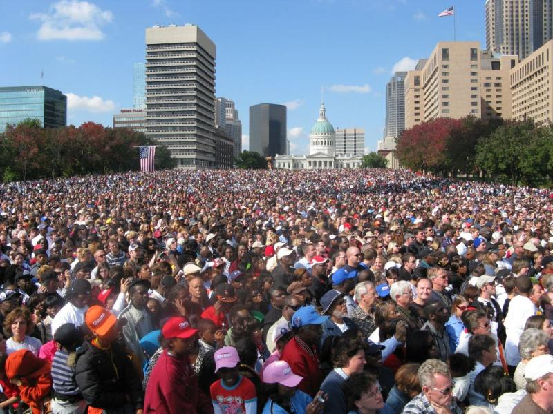 90,000 people at the Arch grounds