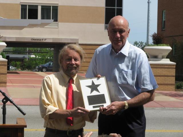 Joe Edwards presents Bob Pettit with star