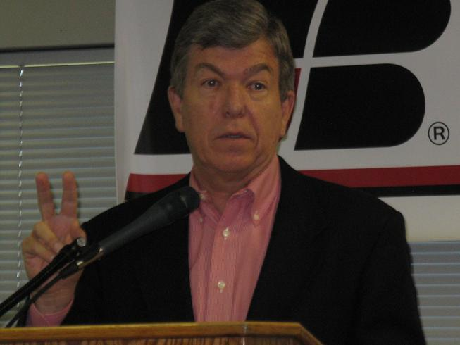 GOP U.S. Senate nominee Roy Blunt speaks to the Mo. Farm Bureau in Jefferson City.