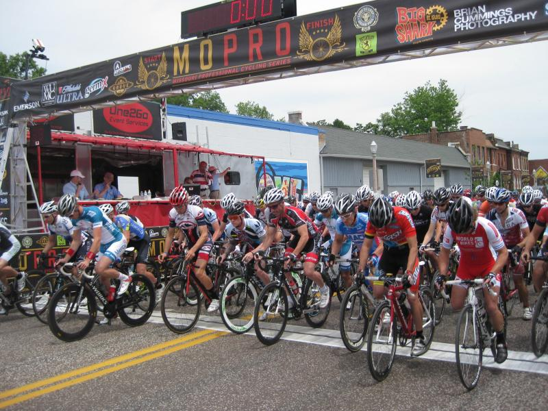 Riders roll in the Category 2/3 race.