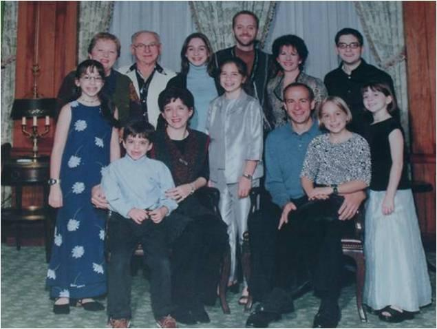 Mendel and his family, with his children and grandchildren, in 2009.