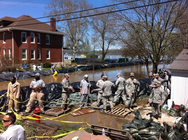 Sandbag levee operation in Clarksville, MO