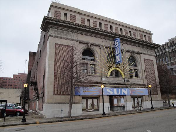 The exterior of the Sun Theater before renovation.