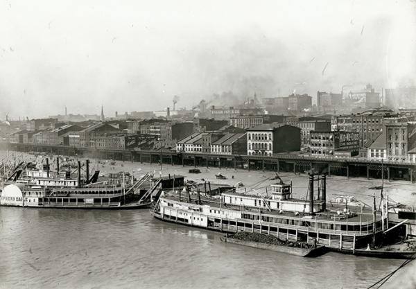 1904: A very different riverfront, looking from the Eads Bridge
