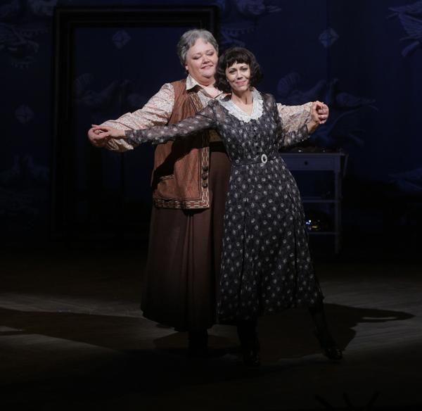 Stephanie Blythe as Gertrude Stein and Elizabeth Futral as Alice B. Toklas
