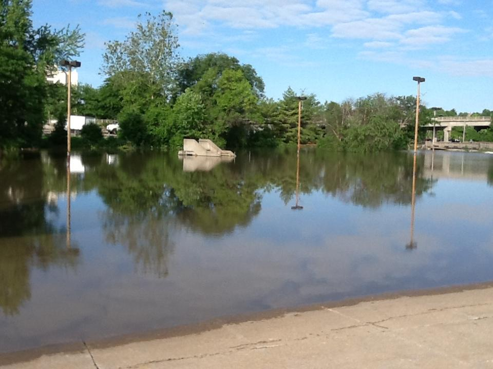 flooding forces evacuation in west alton communities fight rising rh news stlpublicradio org west alton mo fireworks west alton mo zip code