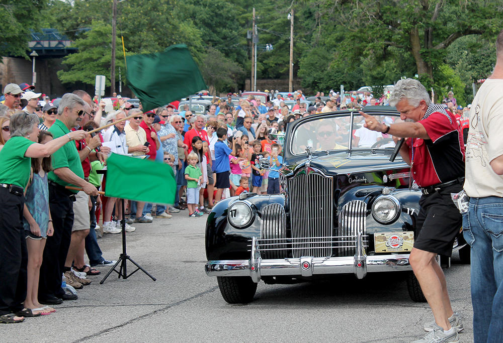 Start of classic car race along Route 66 draws crowd in Kirkwood ...
