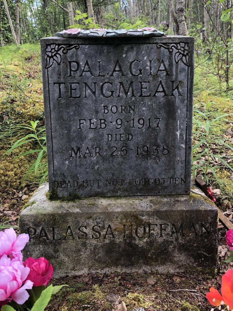 Palassa Hoffman's head stone.