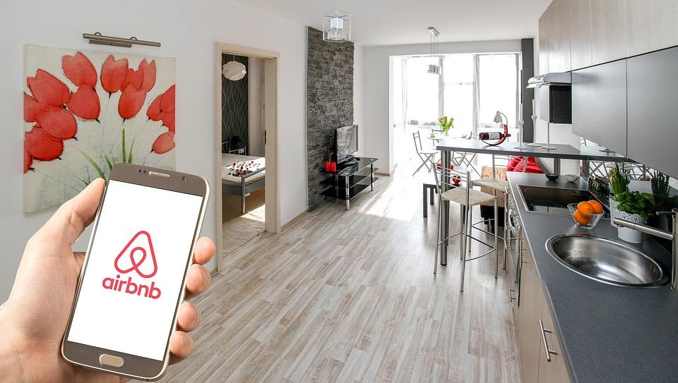 Hasil gambar untuk airbnb