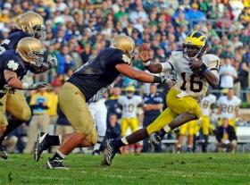 Denard Robinson avoids a rush from the Fighting Irish.